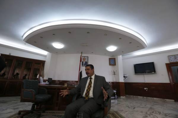 مسؤول حكومي: كارثة اقتصادية ستحل باليمن.. وبحاح سيواجه مشكلة مُعقدة