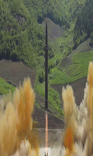 كيف تصنع كوريا الشمالية صواريخها ومن يساعدها