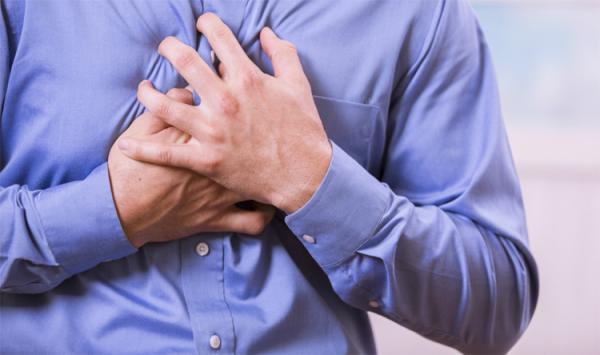 """8 """"إشارات"""" تحذيرية يرسلها الجسم قبل النوبة القلبية"""