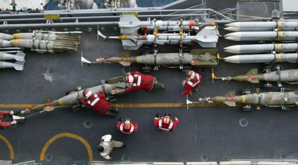 تحليل- موقع أمريكي: شحنات الأسلحة الضخمة إلى السعودية قبل الهجوم على قاعة العزاء في اليمن