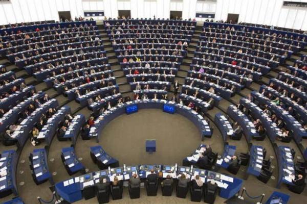 الغارديان: الاتحاد الأوروبي تحت ضغوط متزايدة بسبب حملة القصف المدمرة في اليمن