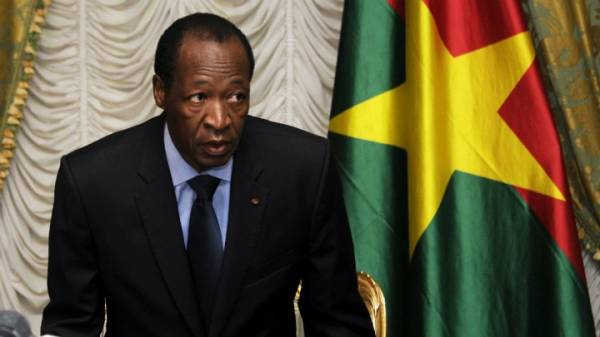رئيس بوركينا فاسو يتنحي عن الحكم