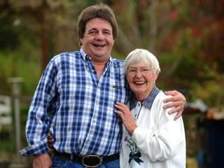 بريطاني يلتقي بوالدته بعد 57 عاماً من الفراق