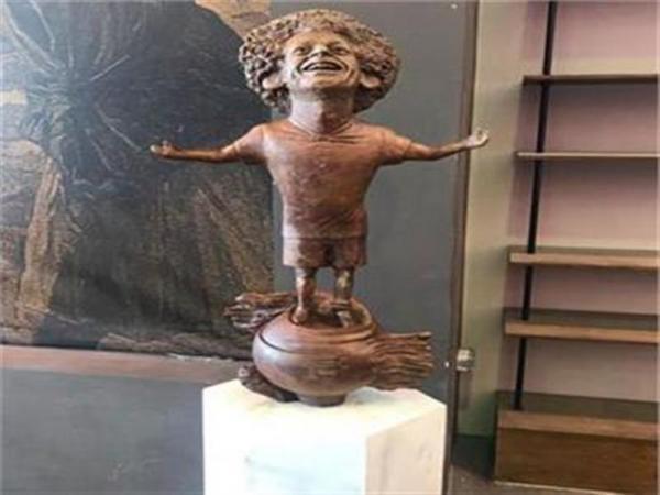 محمد صلاح يتصل بصانعة تمثاله.. وهذا ما طلبه منها