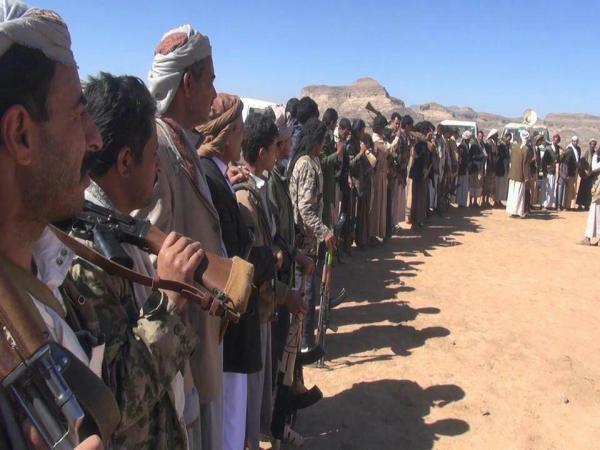 بسبب تلاعب الحوثيين بقضية أحد أبنائها.. أبناء عنس ينسحبون من القتال في صفوف المليشيا