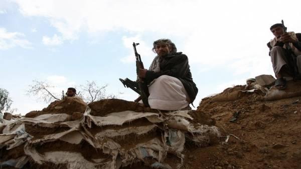 الحوثيون يسيطرون على قرية &#34خبزة&#34 بالكامل.. وانتحاري يستهدف تجمعاً لهم