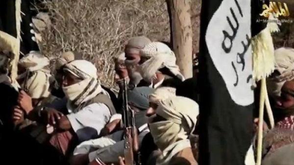 ميدل ايست آي: كيف تدعم &#34حكومة هادي&#34 مقاتلي القاعدة في اليمن؟