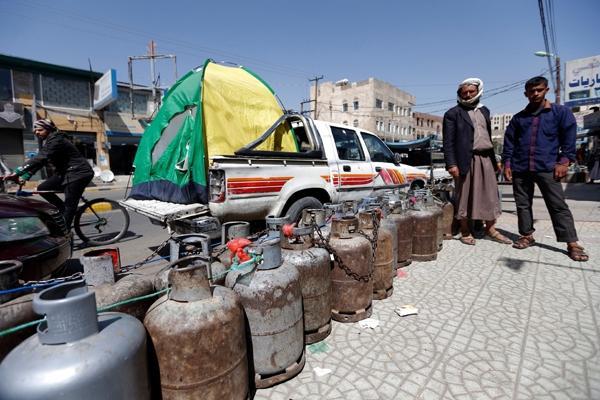 اتفاقية يمنية سعودية لاستيراد 100 ألف أسطوانة غاز من المملكة