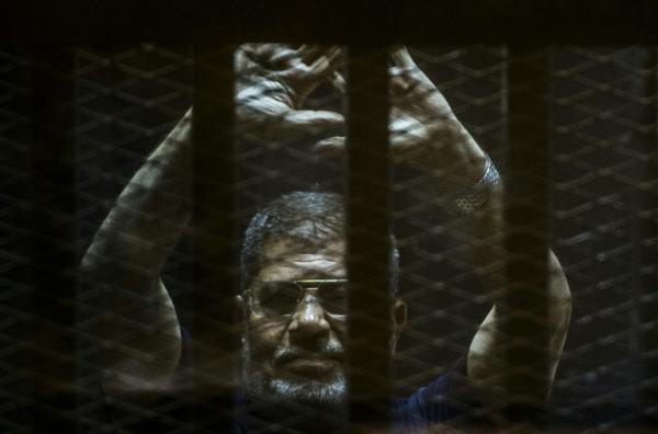 مصر: مرسي يخلع &#34البزة الحمراء&#34 التي يرتديها المحكوم عليهم بالاعدام