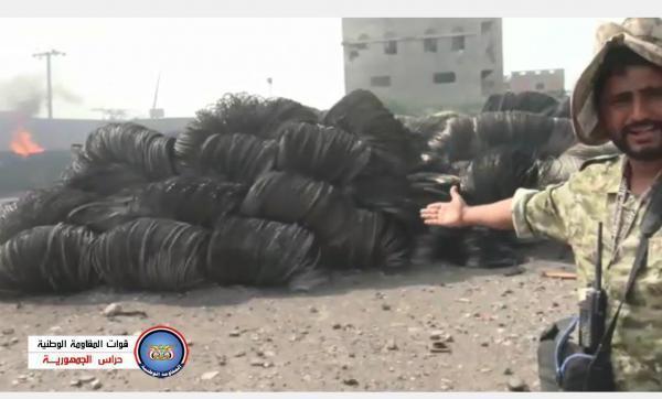 فيديو- مليشيا الحوثي تحرق مخازن ومستودعات المؤسسة العامة للكهرباء في الحديدة