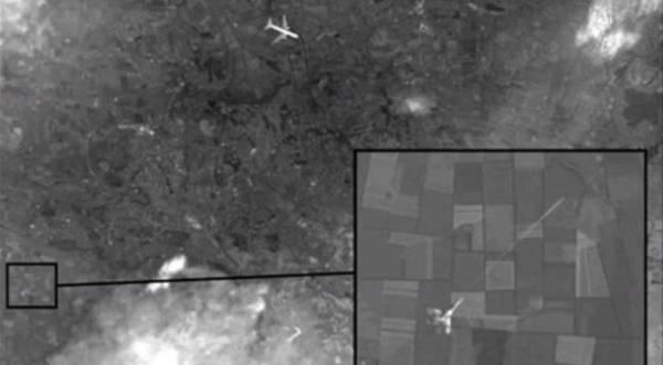 التلفزيون الروسي يعرض صوراً تظهر أن مقاتلة أسقطت الطائرة الماليزية