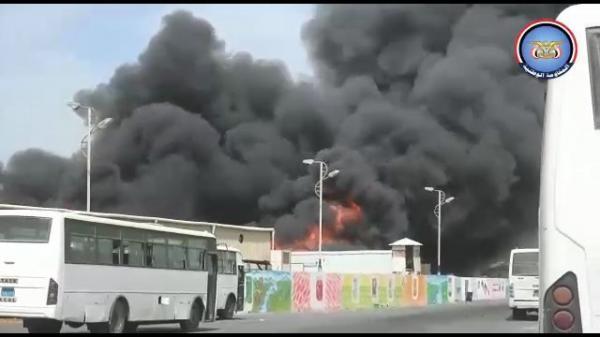مليشيا الحوثي تقصف مجمع إخوان ثابت الصناعي داخل مدينة الحديدة
