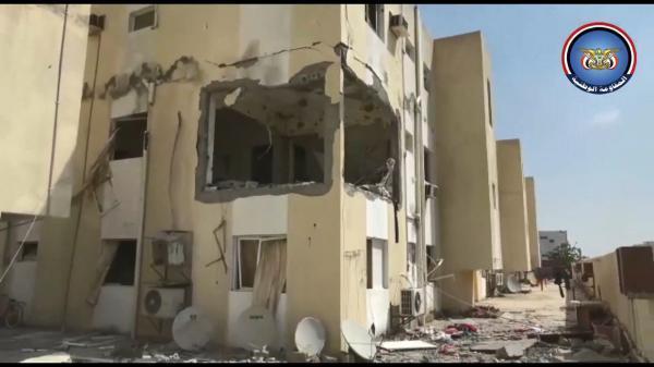 فيديو- مليشيا الحوثي تقصف بالمدفعية والدبابات مستشفى 22 مايو بالحديدة