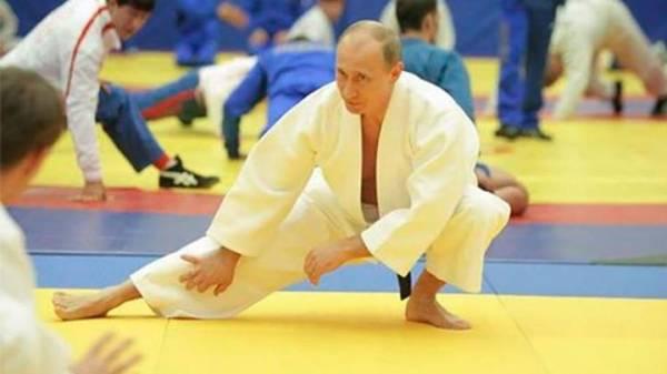 """الرئيس الروسي فلاديمير بوتين يحصل على درجة Ŝ دان"""" في الكاراتيه"""