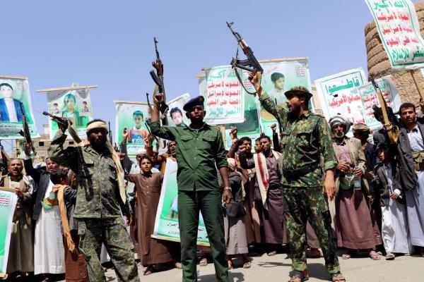 الاندبندنت: لتحقيق السلام في اليمن علينا إدراك الفظائع التي يرتكبها الحوثيون بأوامر إيرانية