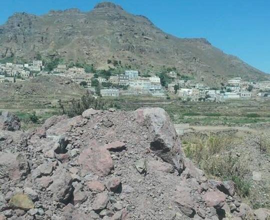 إب.. الحوثيون ينصبون مدفعين في &#34جبل يصبح&#34 بيريم تزامناً مع اقتراب القوات الحكومية
