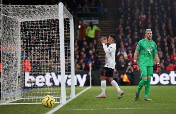 هدف فيرمينو القاتل يهدي ليفربول الفوز 2-1 أمام بالاس