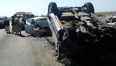 وفاة وإصابة 17 شخصاً في حادث سير بذمار