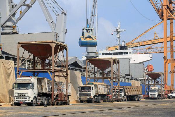 اليمن: تسليم ميناء الحديدة خرق للسيادة
