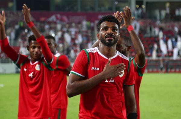 عمان تعبر الكويت وتحقق أول انتصار في البطولة