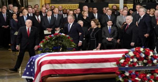 جثمان جورج بوش الأب يسجى في مبنى الكونغرس ليلقي الأمريكيون عليه نظرة الوداع الأخير