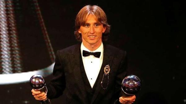 مودريتش يتوج رسميًا بجائزة الكرة الذهبية