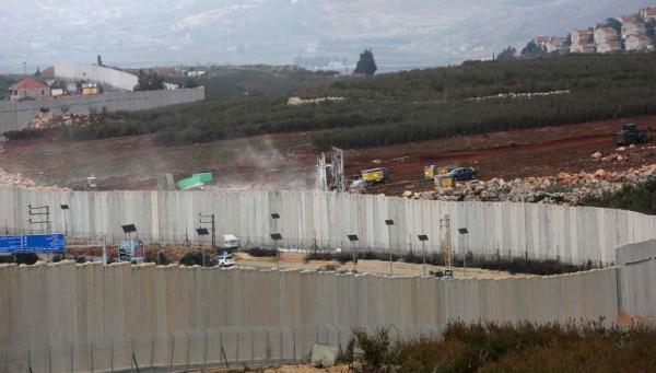 إسرائيل تستهدف أنفاقا هجومية لحزب الله من لبنان