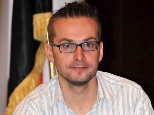 مؤسسة حرية تعرب عن قلقها البالغ على سلامة الصحفيين في اليمن إثر مقتل الصحفي الأمريكي سومرز