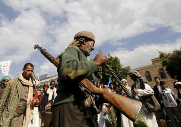 مليشيا الحوثي بصنعاء تعتقل مواطناً بعد الاعتداء عليه بالضرب بأعقاب البنادق