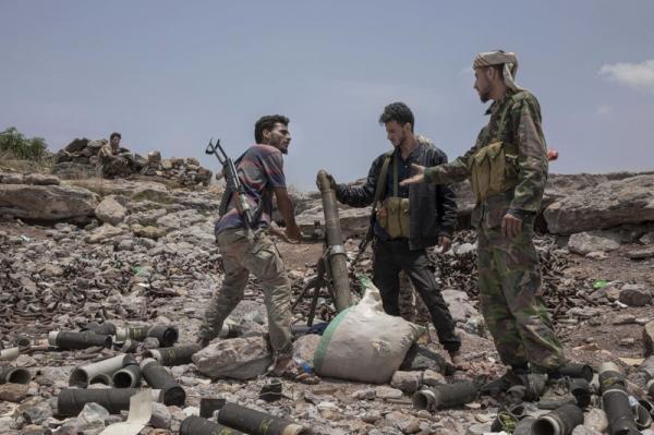 قصف مدفعي استهدف تمركزات للمليشيا بجبهة مريس.. والحوثي يدفع بتعزيزات إلى غربي الفاخر