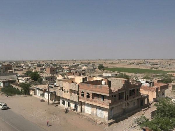 قصف حوثي عشوائي استهدف الأحياء السكنية في التحيتا