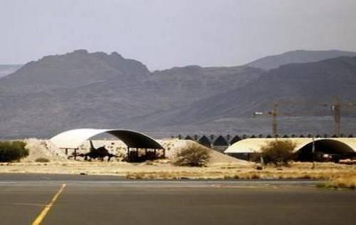 هجوم صاروخي على قاعدة جوية بجنوب اليمن.. و&#34القاعدة&#34 يتبنى