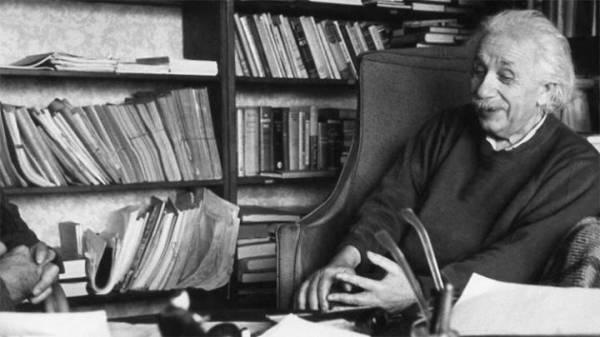 آلاف الوثائق الهامة لأينشتاين قريبا على الانترنت