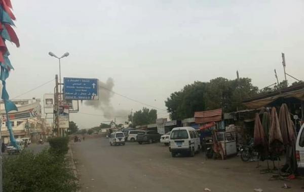 استشهاد فتاة وإصابة شقيقتها بقذيفة هاون حوثية استهدفتهما في منطقة الجاح بالحديدة