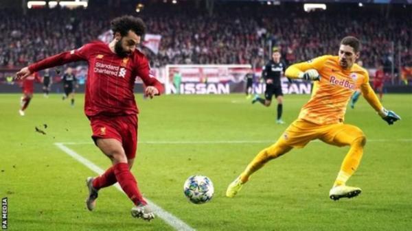 """كيف سدد صلاح هدفاً """"لا يصدق"""" في مباراة ليفربول وسالزبورغ"""
