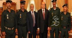 ترقية وتكريم رئاسي لجنود نقطة حيس الأمنية