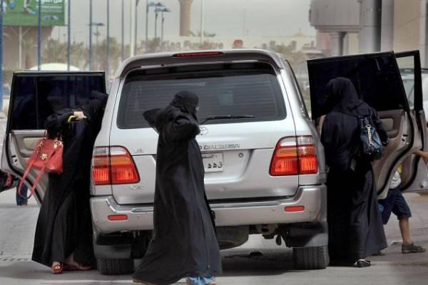 السعودية تستعين بمفتشات للتأكد من هويات النساء