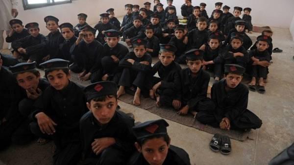 قتلى وجرحى في هجوم لطالبان على مدرسة للجيش الباكستاني
