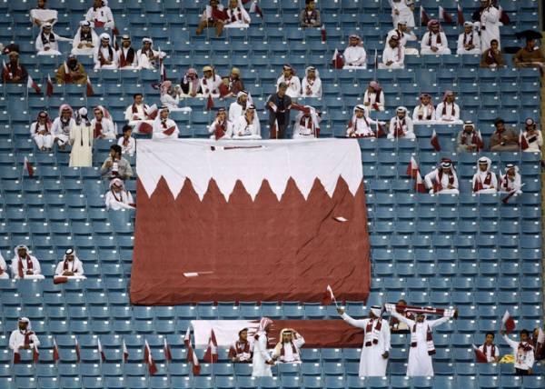 قطر تستأجر جماهير مزيفة لملء مدرجات الملاعب الخاوية