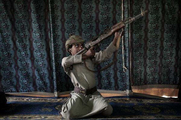 وكالة أمريكية تكشف: الحوثيون جنّدوا 18 ألف طفل يمني للقتال معهم