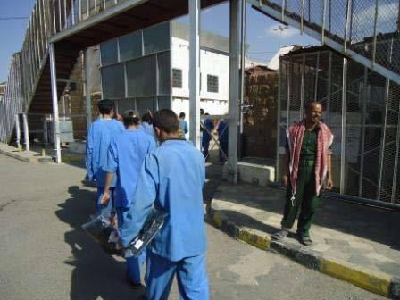فرار قاتل أثناء نقله من السجن إلى أحد المستشفيات بمدينة تعز (وسط اليمن)
