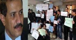 اللجنة الوزارية تدعو الطلاب لعدم التسرع واللجوء للاعتصامات..