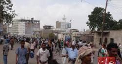 عدن : نشطاء ينفذون وقفة احتجاجية امام سجن المنصورة لعدم اطلاق سراح المعتقلين
