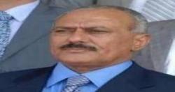 احتشاد امام منزل الزعيم علي عبدالله صالح للمطالبة بعدم خروجه من اليمن