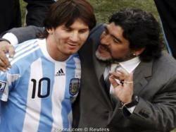 """فالدانو: ميسي """"ملك لكرة القدم"""" وهو مارادونا العصر الحالي"""