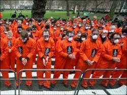 البنتاجون يبدأ مراجعة أوضاع المعتقلين بدون اتهامات في جوانتانامو