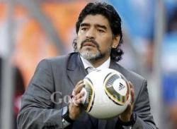 مارادونا: سأشجع ناشئي الإمارات ولن أساند الأرجنتين