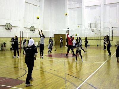 فتيات الطائرة اليمنية يخضن تمرينا مشتركا مع منتخب سيدات مصر