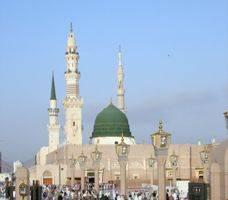 شاب يقتحم مصلى النساء في المسجد النبوي مدعيا أنه النبي المرسل !
