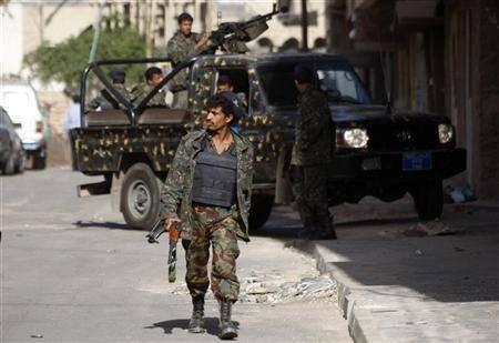 بأوامر من قياداة المنطقة العسكرية الرابعة بعدن.. مداهمة منزل مشبوه وضبط متفجرات في شوالات